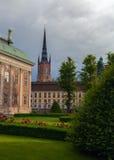 Малый парк в сердце старого городка Стокгольма стоковое фото rf