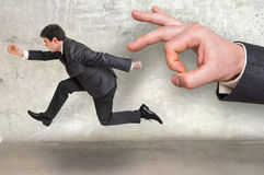 Малый предприниматель бежать далеко от давления босса Стоковая Фотография
