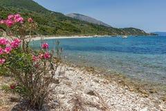 Малый пляж с открытыми морями в Kefalonia, Греции Стоковое Изображение RF