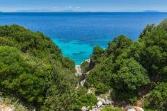 Малый пляж с открытыми морями в Kefalonia, Греции Стоковая Фотография RF