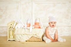 Малый ребенок в костюме зайца 5 Стоковое Изображение RF