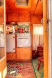 Малый ретро турист каравана используемый как крошечный дом на поездках Стоковые Изображения