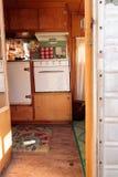 Малый ретро турист каравана используемый как крошечный дом на поездках Стоковое Изображение
