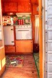 Малый ретро турист каравана используемый как крошечный дом на поездках Стоковые Фото