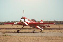 Малый самолет спорта на авиапорте Стоковые Фотографии RF
