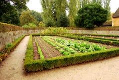 Малый сад в деревушке ферзя, Версаль коттеджа, Франция Стоковые Фотографии RF