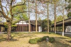 Малый спрятанный коридор сада длинный и легендарное здание Стоковая Фотография RF