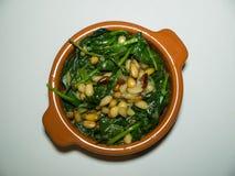 Малый шар шпината с гайками сосны Стоковые Фото