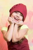 Малый шеф-повар девушки с счастливой стороной в шляпе и рисберме Стоковые Изображения
