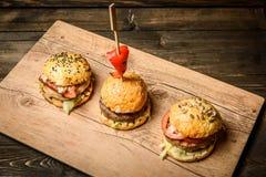 3 малых гамбургера Стоковая Фотография RF