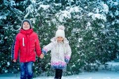 2 малых дет в снеге Стоковые Фотографии RF