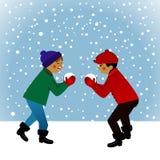 малыши играя снежок Стоковые Изображения