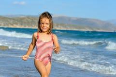 малыш девушки пляжа Стоковые Изображения RF