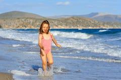 малыш девушки пляжа Стоковые Фотографии RF