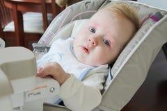 Малыш есть смешанную еду Стоковые Изображения RF