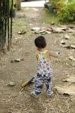 Малыш хочет помочь Стоковые Изображения