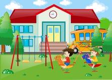 2 мальчика играя на школе Бесплатная Иллюстрация