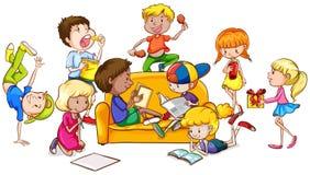 Мальчики и девушки делая различную деятельность Стоковое Изображение