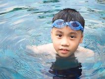 Мальчик Азии на бассейне Стоковое Изображение