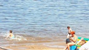 Мальчик бежит в воду видеоматериал