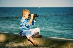 мальчик биноклей немногая Стоковые Изображения RF