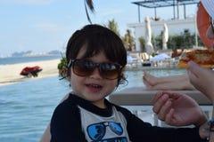 Мальчик бортового лета бассейна милый Стоковое Изображение RF