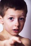 Мальчик взбил близко вверх, изолированный стоковая фотография rf