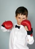 Мальчик в белых рубашке и бабочке в воюя позиции Стоковые Изображения
