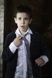 Мальчик в винтажном костюме Стоковые Изображения
