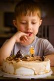 Мальчик в его дне рождения Стоковая Фотография