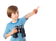 Мальчик в жилете матроса striped держит бинокулярный Стоковые Фото