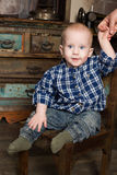 Мальчик в корзине деревенской сельской Провансали Стоковые Изображения RF