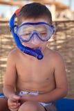 Милый мальчик в маске подныривания Стоковые Фотографии RF