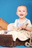 Мальчик в смехе костюма матроса Стоковое Фото
