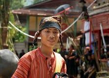 Мальчик в традиционных одеждах на похоронной церемонии Tana Toraja Стоковые Фото