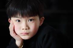 Мальчик в черноте Стоковая Фотография