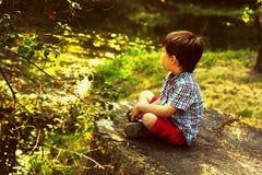 Мальчик в forrest Стоковое Изображение