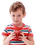 Мальчик в striped удерживании футболки Стоковое Изображение