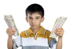 Мальчик держа деньги с выражением стоковое изображение rf