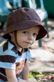 Мальчик лета с шляпой Стоковые Фото
