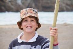 Мальчик 10 лет старый усмехаться на камере Стоковая Фотография RF