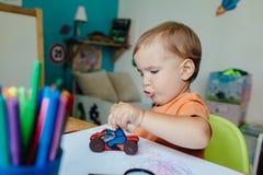 Мальчик ехать его мотоцилк игрушки Стоковая Фотография RF