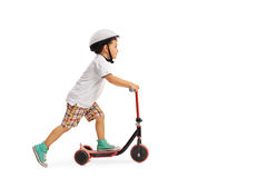 Мальчик ехать самокат Стоковое Изображение