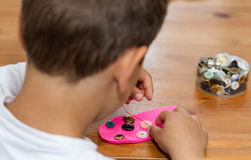 Мальчик делая ремесленничество Стоковая Фотография RF