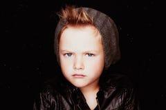 Мальчик зимы красивый Смешной ребенок в шляпе модный мальчик Стоковое Изображение