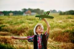 Мальчик играет с самолетом Стоковое Изображение