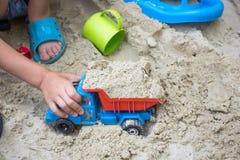 Мальчик играя машину Стоковые Фото