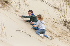 Мальчик играя с девушкой стоковое фото rf