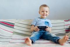 Мальчик играя с playstation Стоковое фото RF