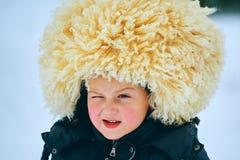 Мальчик имея потеху в снеге Стоковое Изображение RF